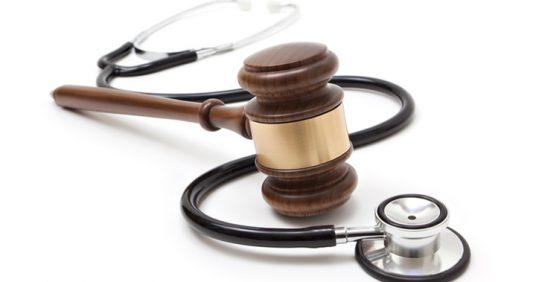 ¿Pueden despedirme por presentar un justificante médico falso?
