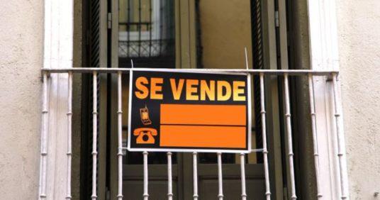 ¿Es obligatorio comunicar la venta de mi piso a la comunidad de propietarios?